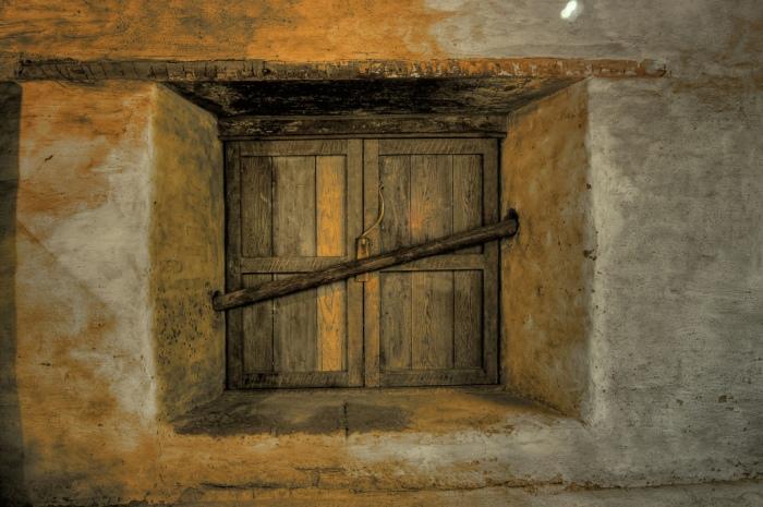 barred-door